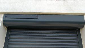 Coffre en rénovation à enroulement extérieur d'un volet roulant Somfy