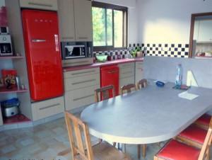 fabrication et pose d 39 une cuisine am nag e airvault r alisation de la menuiserie solabaie. Black Bedroom Furniture Sets. Home Design Ideas
