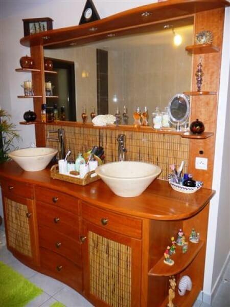 Fabrication et pose d 39 une salle de bains en bois massif r alisation de - Salle de bain bois massif ...