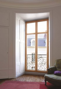 Porte-fenêtre bois sur-mesure Solabaie