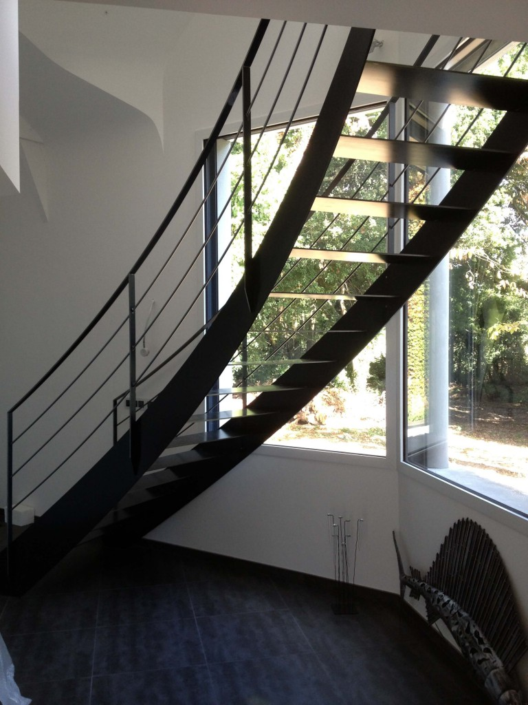 pose d 39 un escalier pr s de caudan. Black Bedroom Furniture Sets. Home Design Ideas