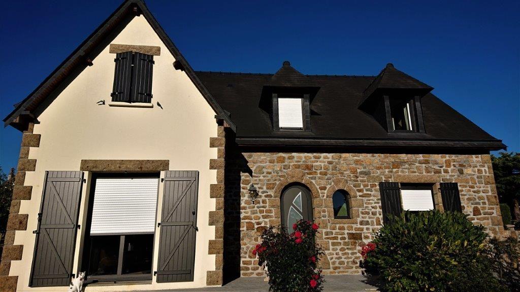 Rénovation des fenêtres hybrides(int: PVC, ext: alu), volets roulant électrique, et de la porte d'entrée