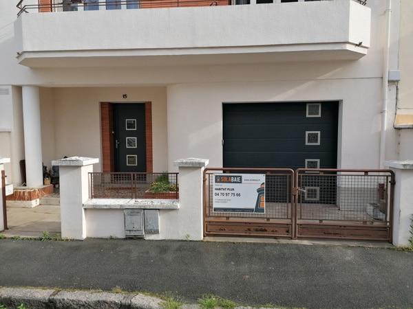 Remplacement d'une porte d'entrée et porte de garage à l'esthétique coordonnée