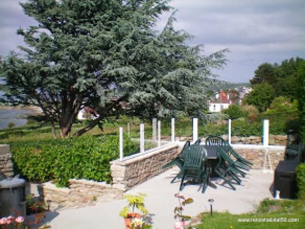 Pose d 39 une terrasse r alisation de la menuiserie solabaie la haye du puits for Renov habitat