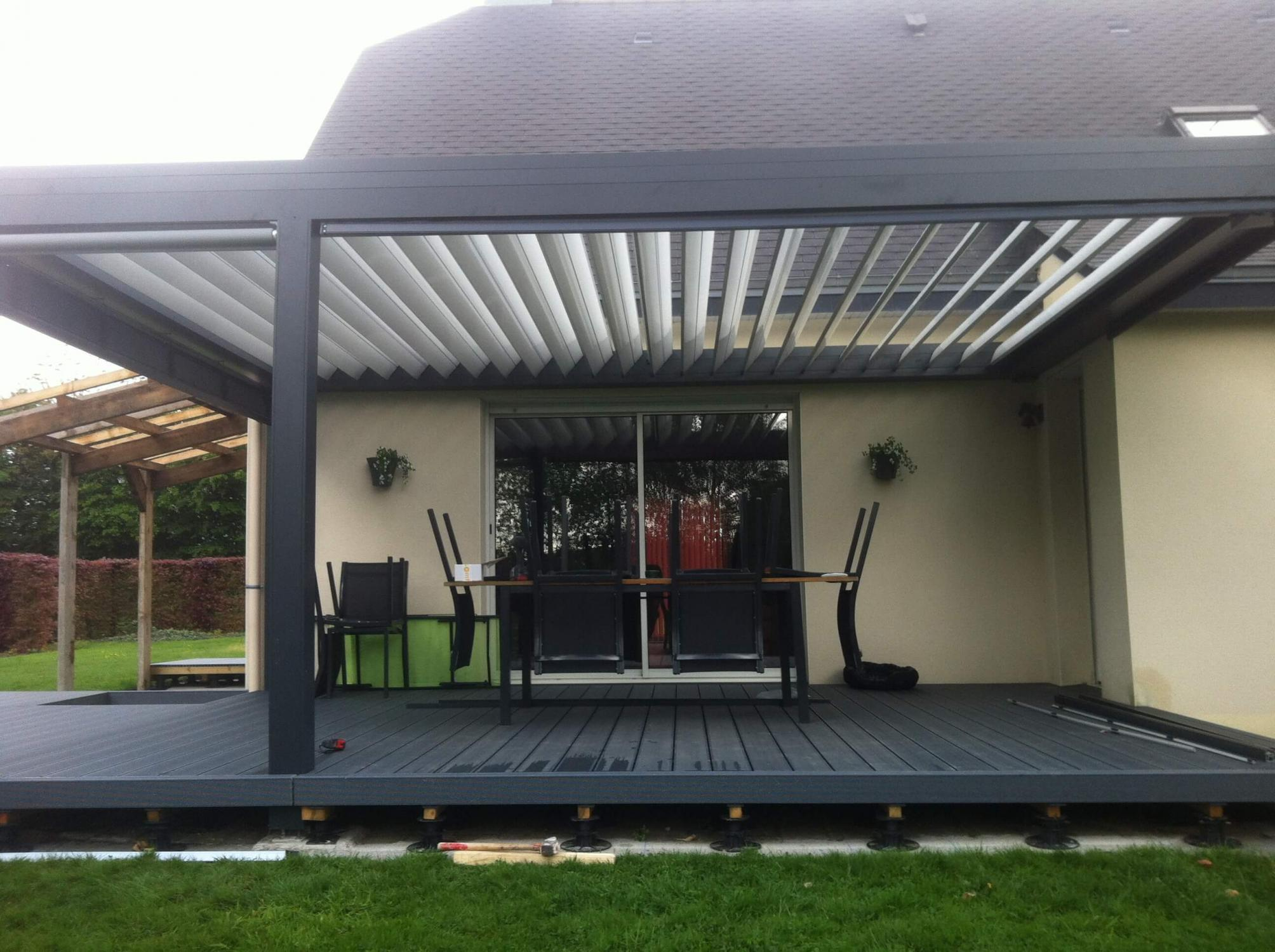 pergola bioclimatique en aluminium lames orientables. Black Bedroom Furniture Sets. Home Design Ideas