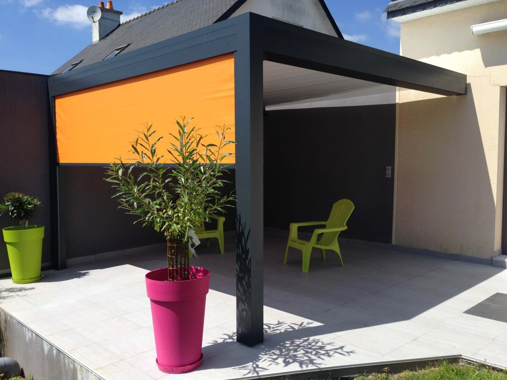 pergola gris anthracite et store orange. Black Bedroom Furniture Sets. Home Design Ideas