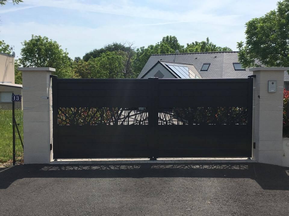 pose d 39 un portail aluminium ficus par pelluau sarl mayenne 53. Black Bedroom Furniture Sets. Home Design Ideas