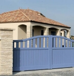 Portail en PVC de couleur bleue - Solabaie Saujon