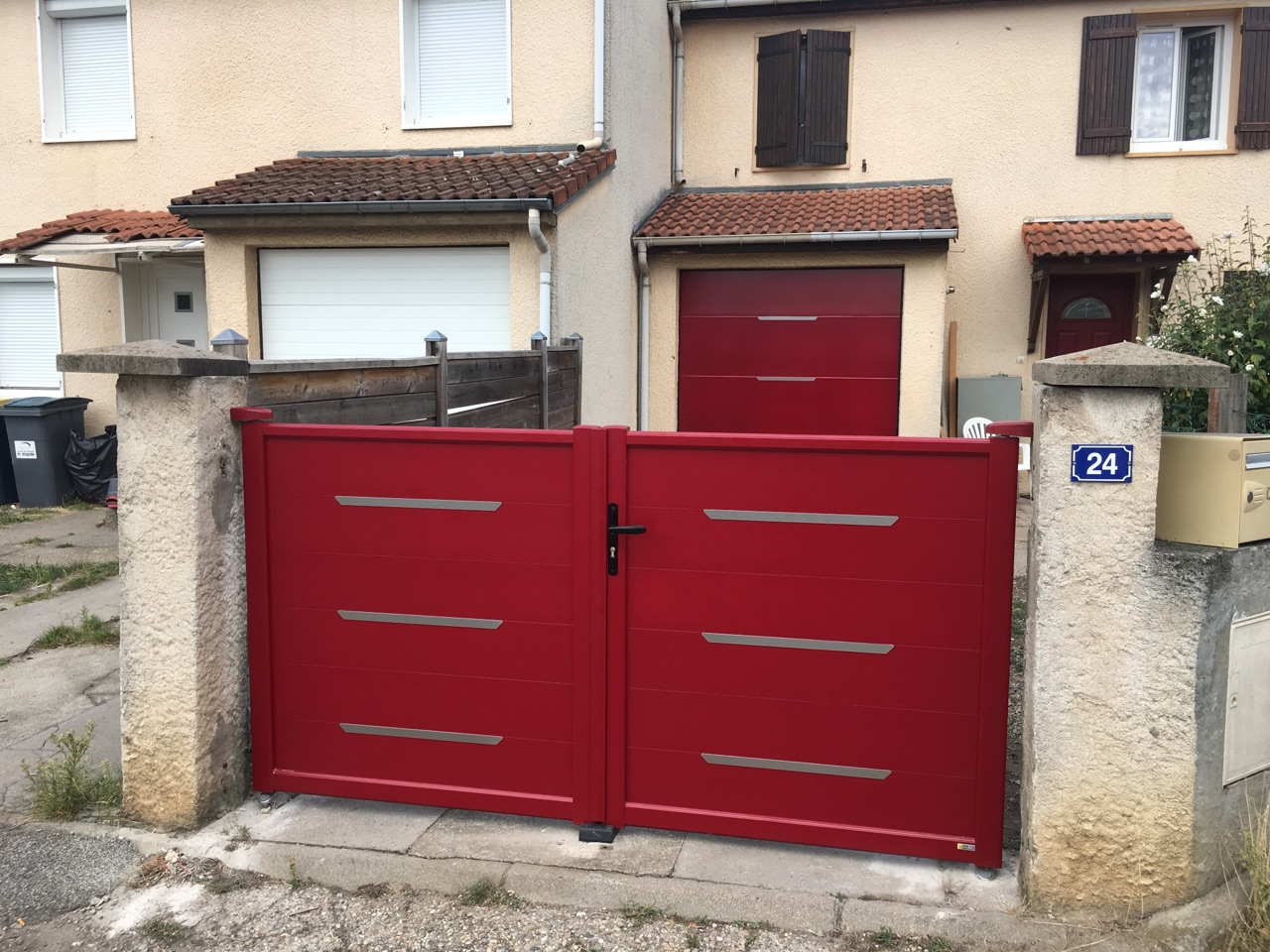 Fourniture et pose d 39 un portail et d 39 une porte de garage for Fourniture et pose porte de garage