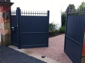 portail-traditionnel-battant-aluminium