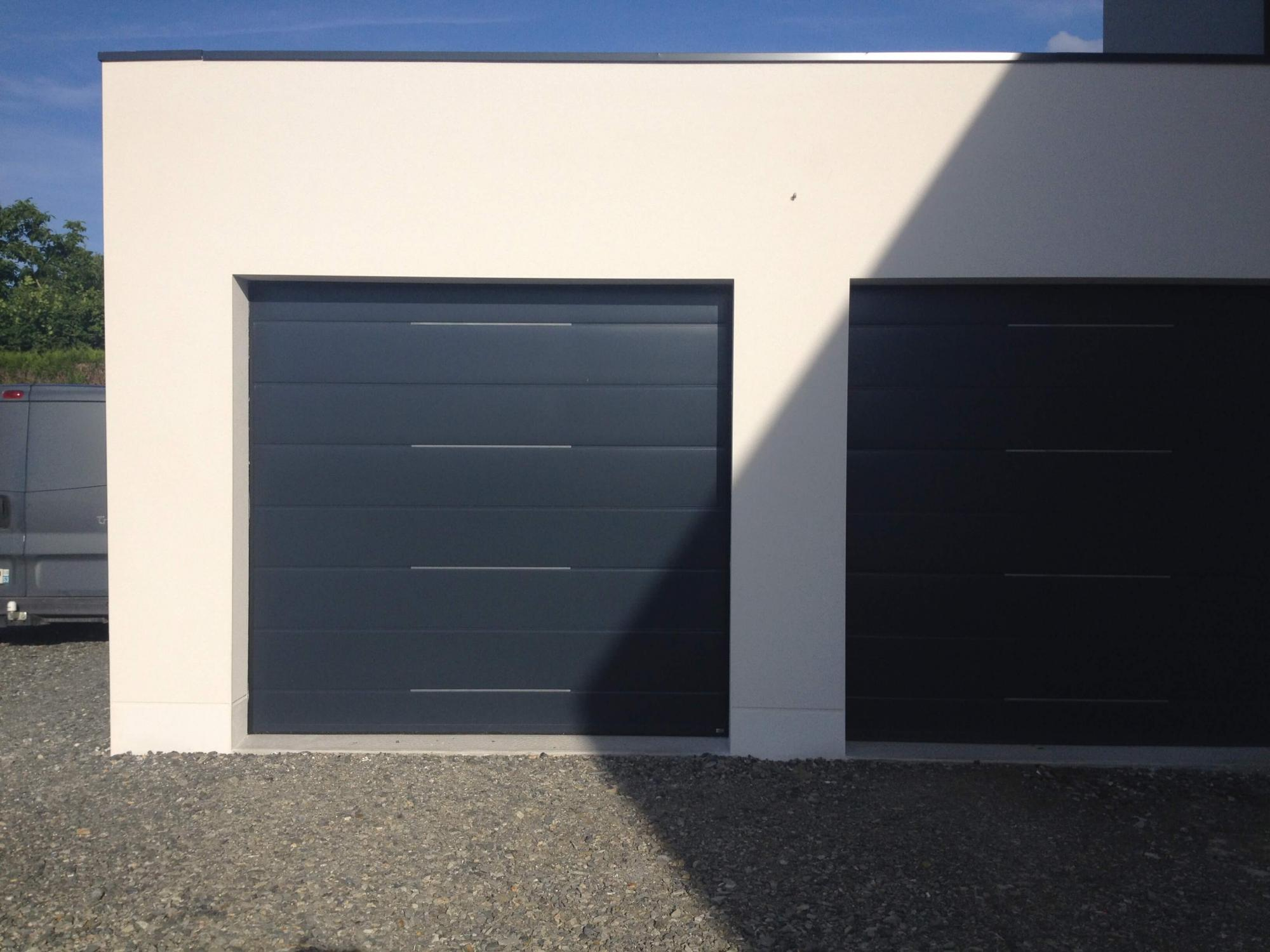 Porte de garage sectionnelle gris anthracite r alisation de la menuiserie solabaie craon - Porte de garage sectionnelle gris anthracite ...