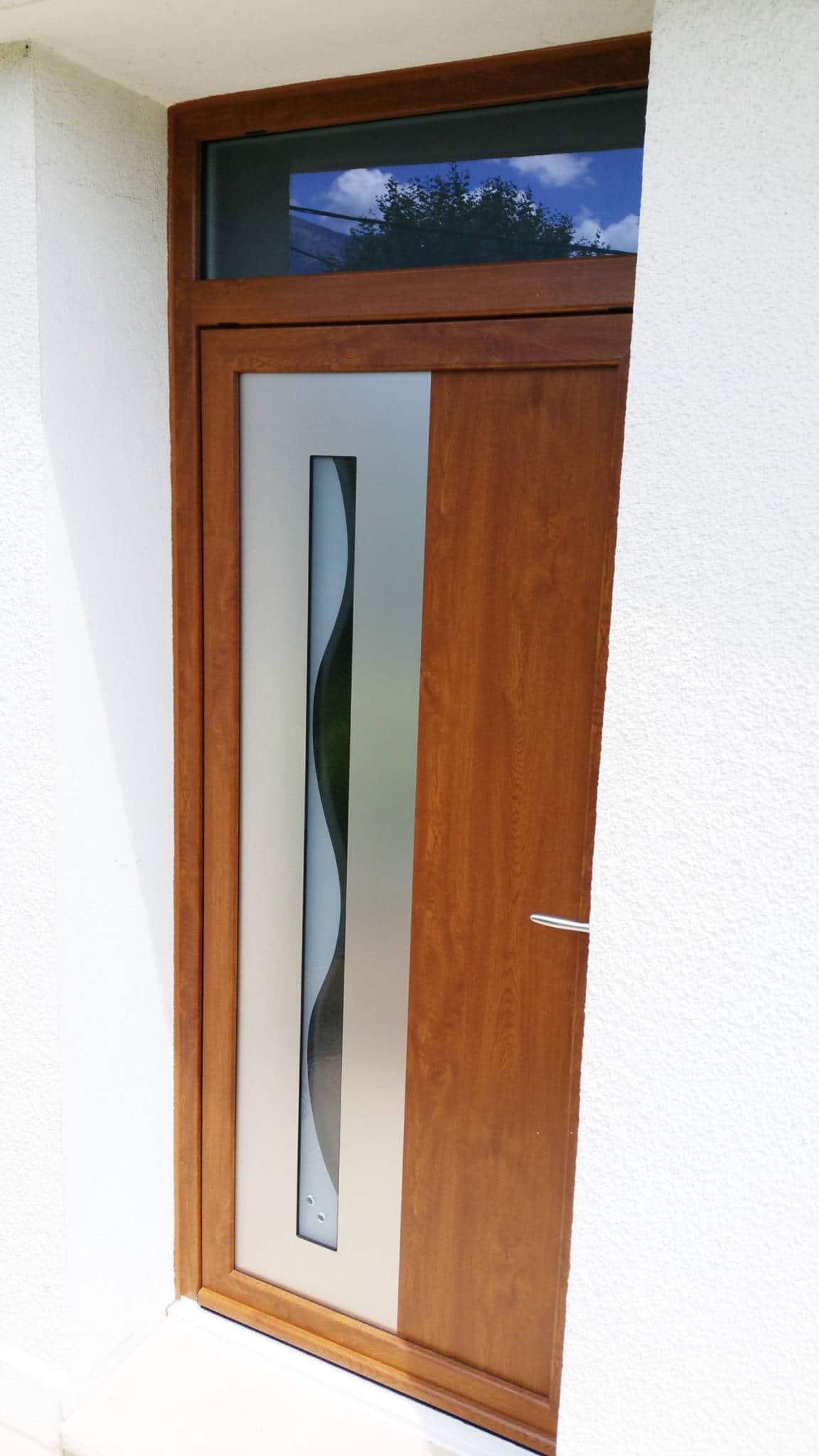 Vieille Porte En Bois Coulissante pose d'une porte d'entrée en pvc imitation bois (coloris