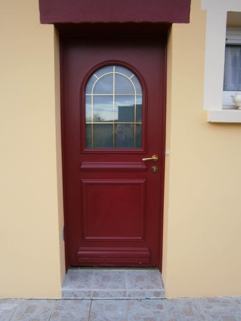 Porte d 39 entr e rouge ral 3004 en aluminium for Pose d une porte d entree en bois