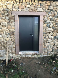 Porte entree modele dunn tiercee avec vitrage depoli sur partie tierce monocolor noir sable 2100 - Porte entree tierce ...