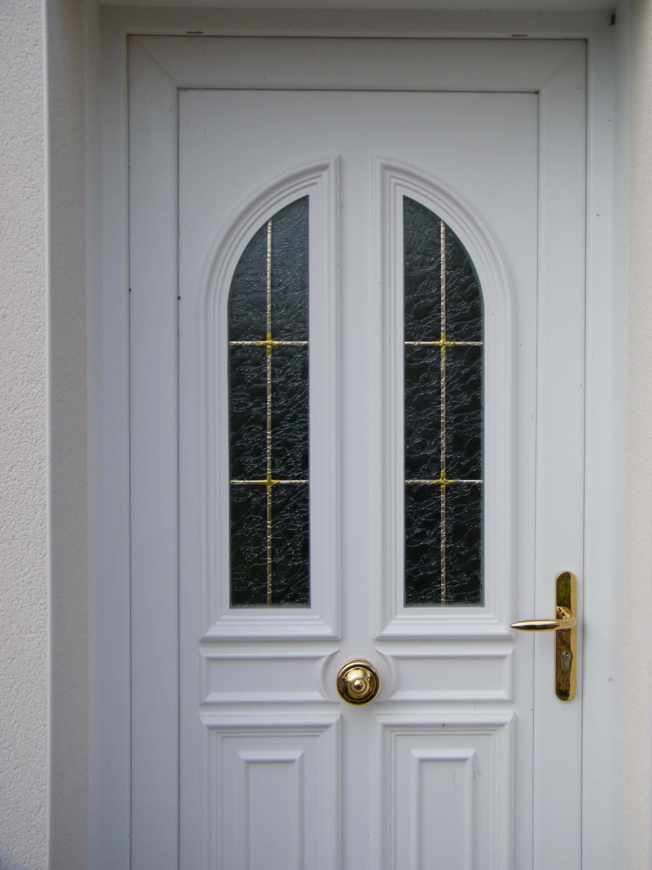 Menuiseries composium et porte d 39 entr e blanche en pvc for Porte 2 vantaux bois