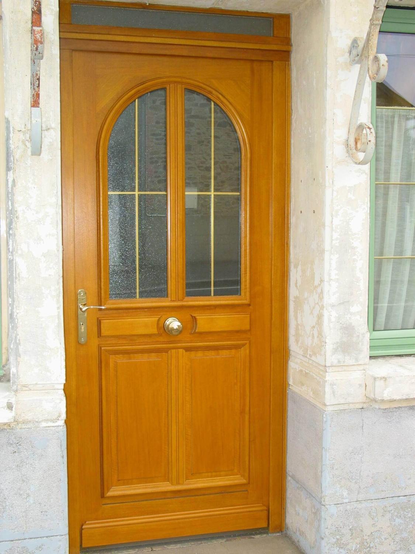 porte d 39 entr e traditionnelle en bois vitrage et petits bois. Black Bedroom Furniture Sets. Home Design Ideas