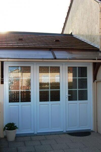 Porte d entr e en pvc avec trois panneaux dont deux fixes for Transformer garage en cuisine