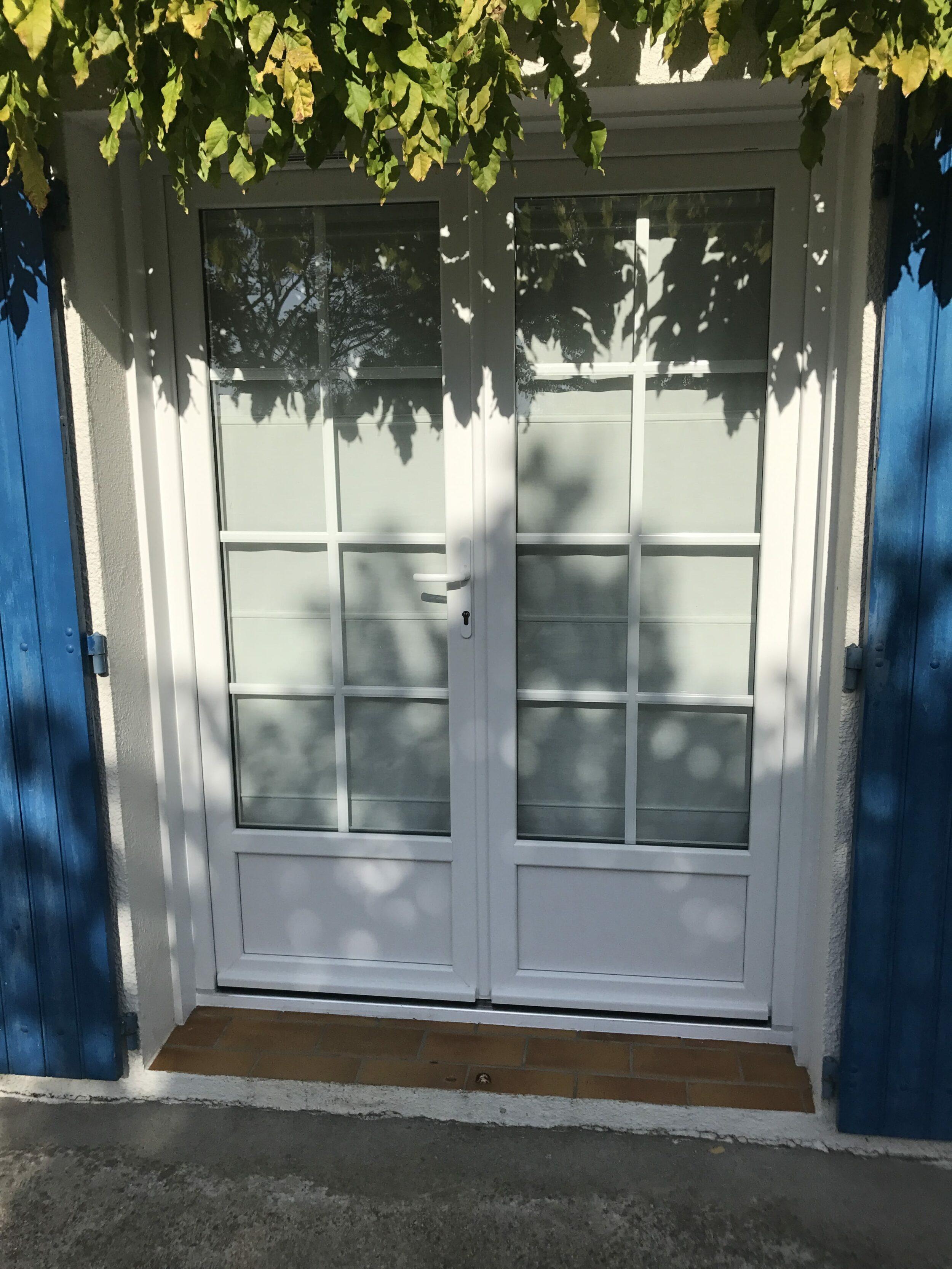 solabaie niort pose de 3 portes fen tres pvc blanches niort 79. Black Bedroom Furniture Sets. Home Design Ideas