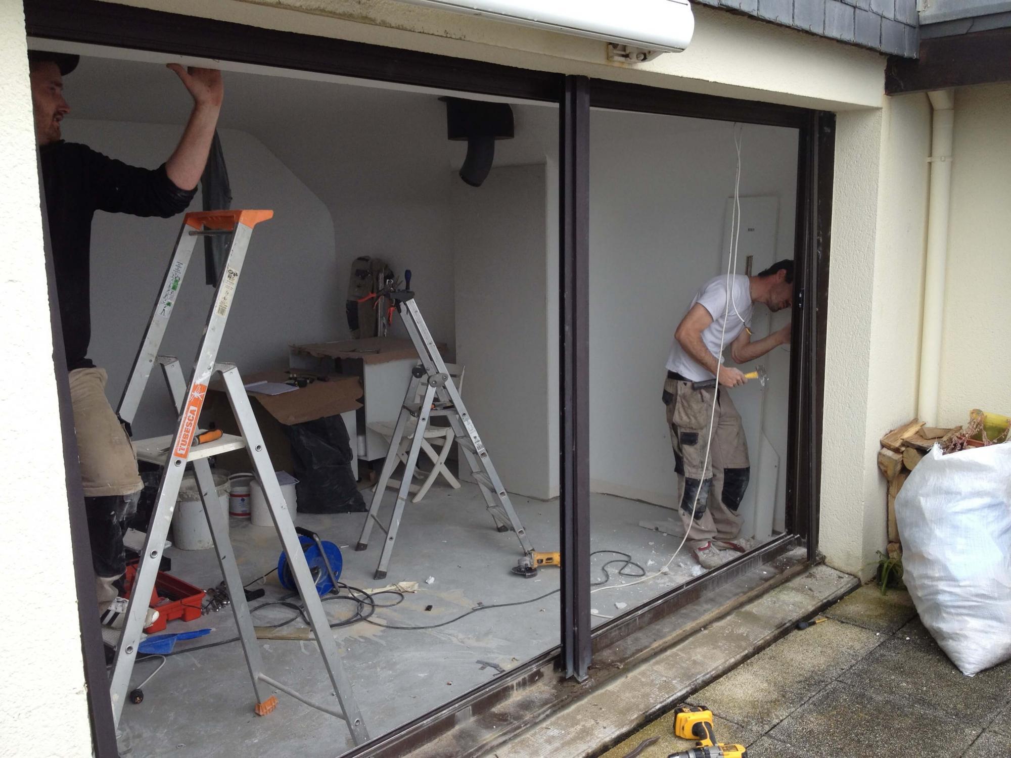 Menuiconcept installateur rge de menuiseries caudan for Pose baie vitree renovation