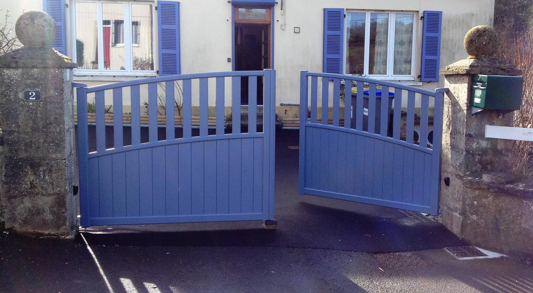 Installation d 39 un portail alu motoris par renov 39 habitat for Renov habitat