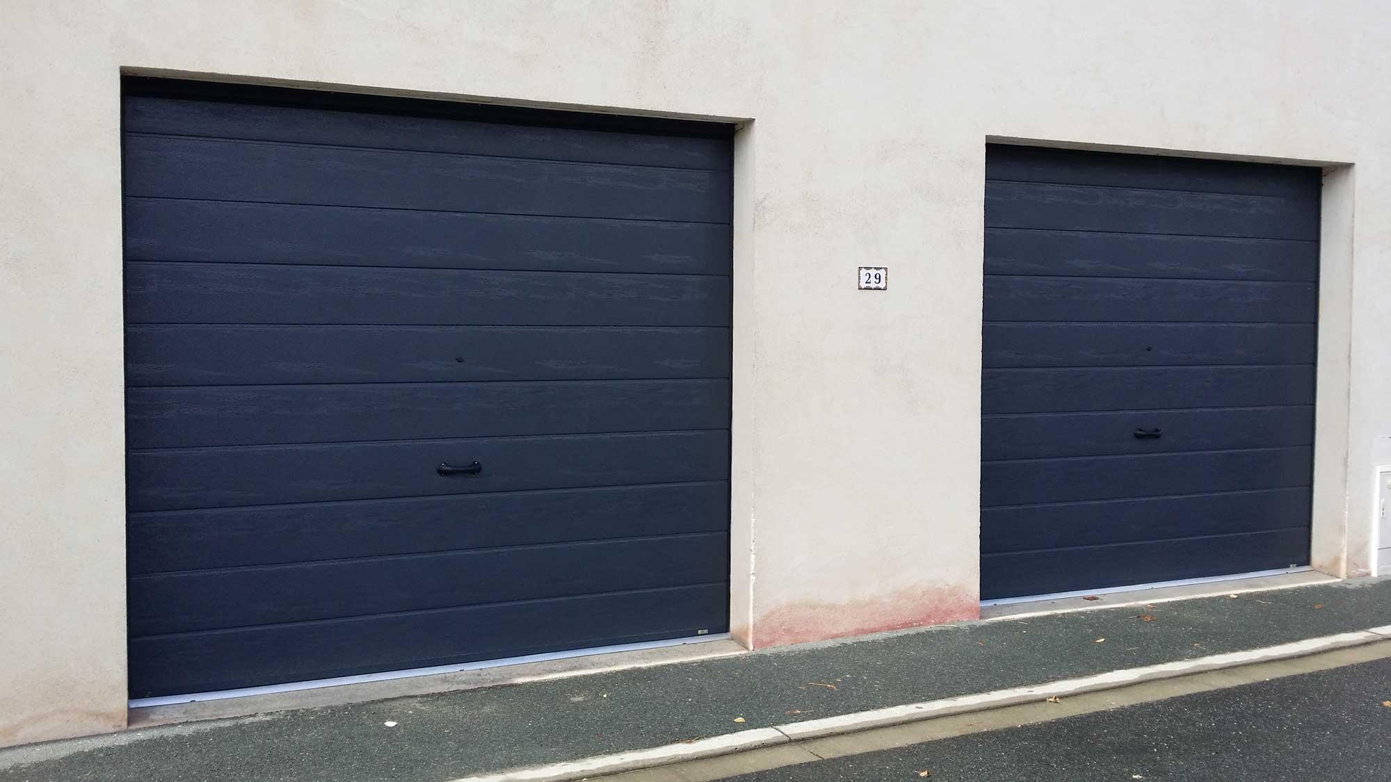 pose de portes de garage sectionnelle 7016 sur mesure par solabaie rochefort. Black Bedroom Furniture Sets. Home Design Ideas