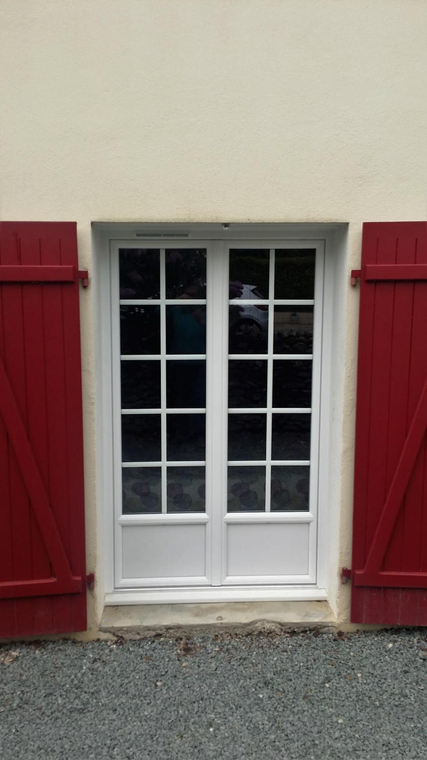 Pose de menuiserie pvc contact solabaie st maxire 79 for Porte fenetre renovation pvc