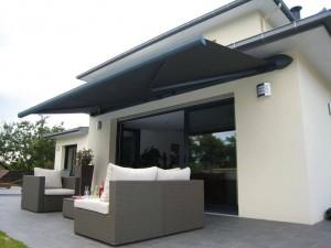 store-banne-gris-terrasse-moderne