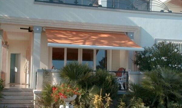 store banne orange lectrique install par solabaie avranches. Black Bedroom Furniture Sets. Home Design Ideas