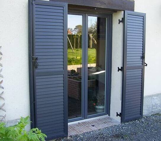 Volets battants en alu pour porte fen tre for Fenetre interieur gris anthracite