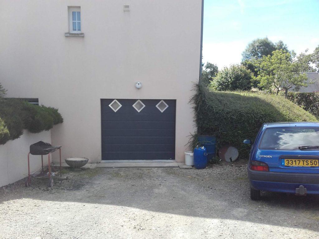 pose porte garage sectionnelle motorise alu hublot losange. Black Bedroom Furniture Sets. Home Design Ideas