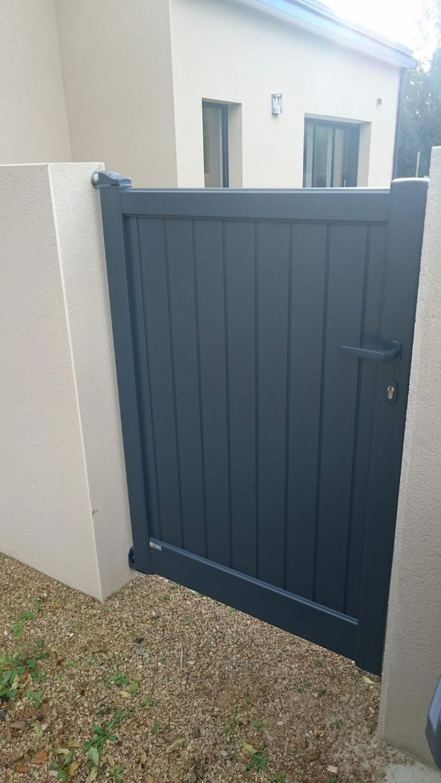 Portillon et porte de garage gris anthracite solabaie le for Portillon pvc gris