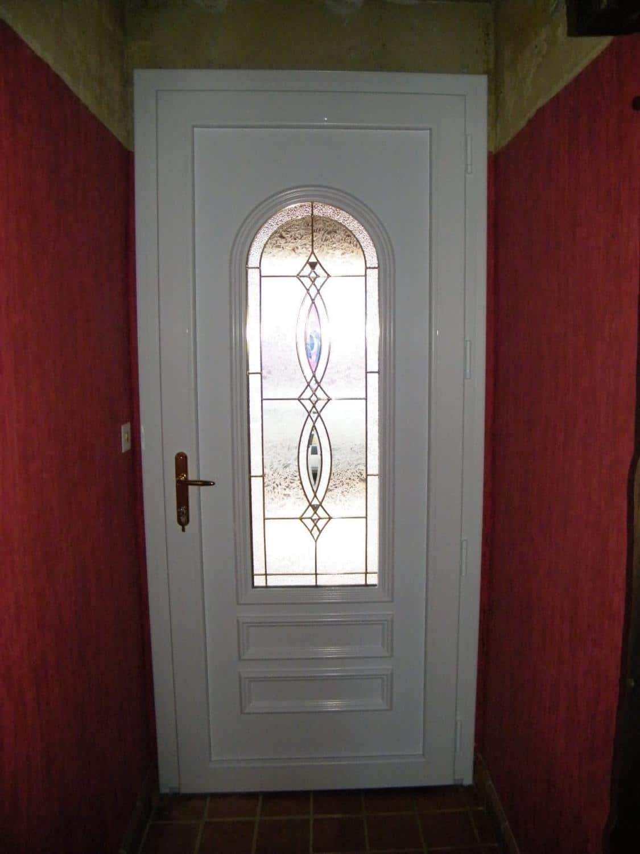 Pose d 39 une porte d 39 entr e isolante en pvc pr s de rochefort for Isolation thermique porte entree