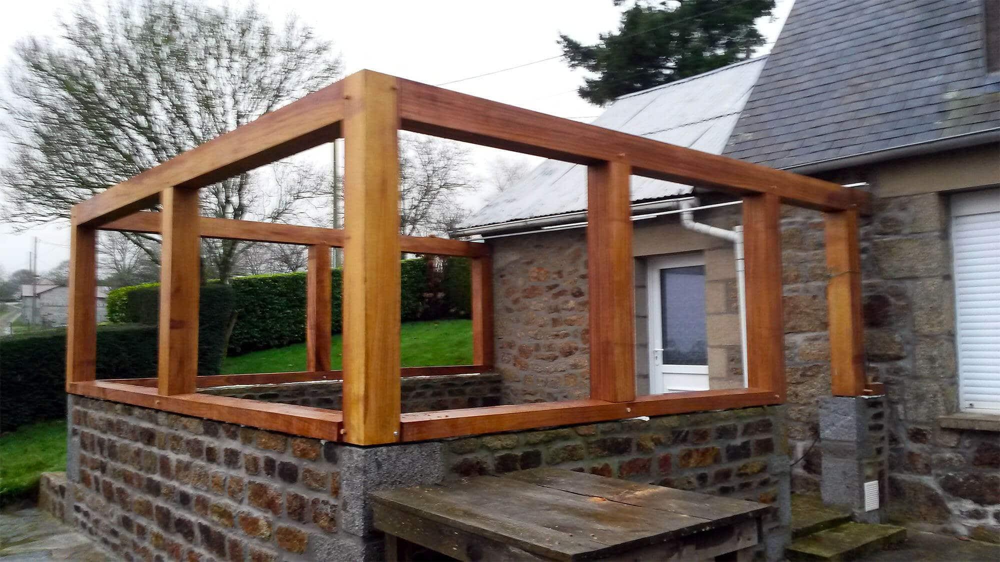 Menuiseries pvc blanches et petits bois laiton pour for Maison avec extension