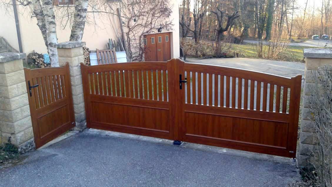 Portail et son portillon en PVC imitation bois posés à  ~ Portail Pvc Imitation Bois