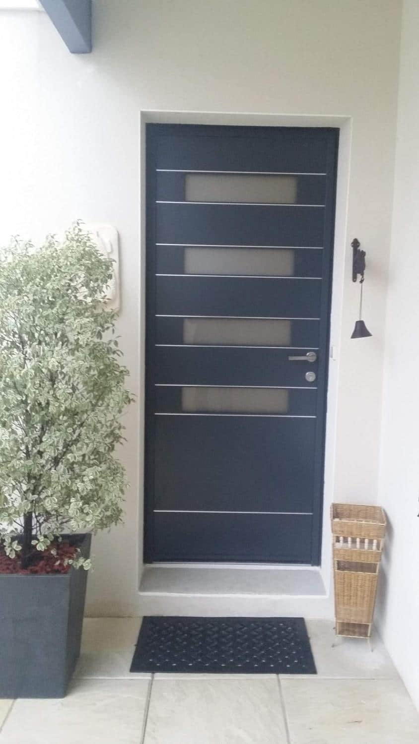 porte d 39 entr e alu anthracite pos e saint nazaire sur charente. Black Bedroom Furniture Sets. Home Design Ideas