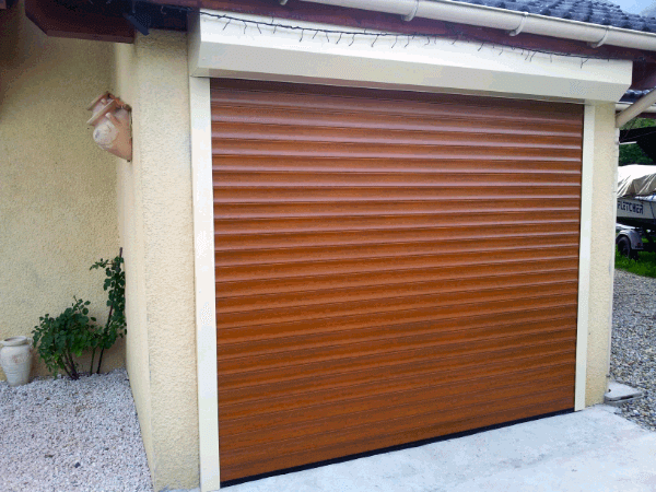 Installation saint vital d 39 une porte de garage for Porte garage enroulable