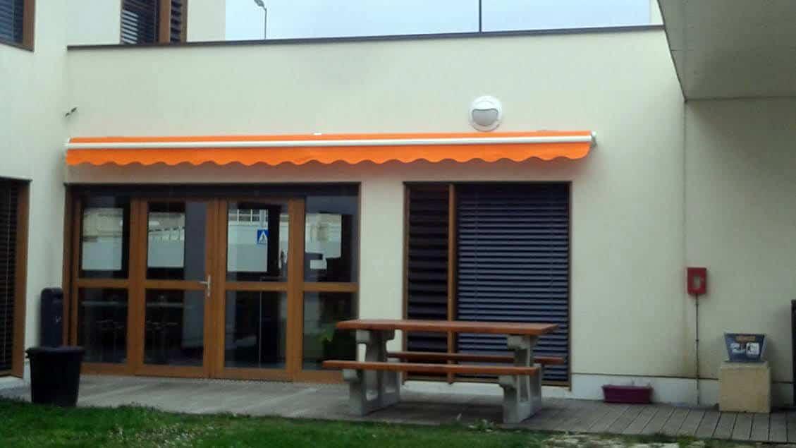 Store banne de terrasse couleur orange solabaie alp 39 fermetures - Store banne de terrasse ...