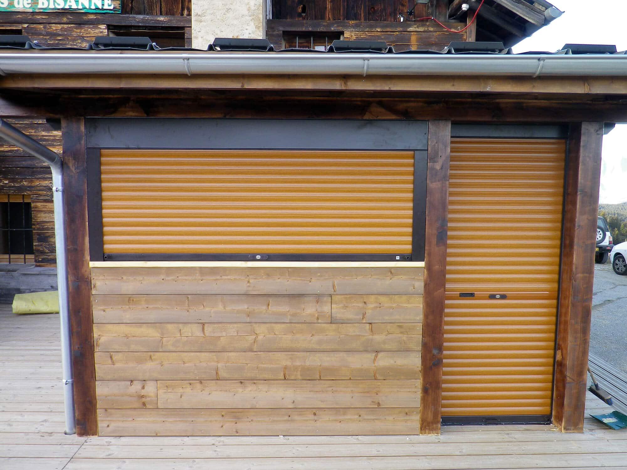 Volets roulants fen tres et portes aspect bois - Renovation volet bois ...