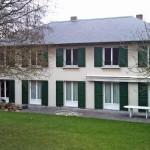maison-renovation-menuiseries-pvc-volets-battants-alu-vert-en-z