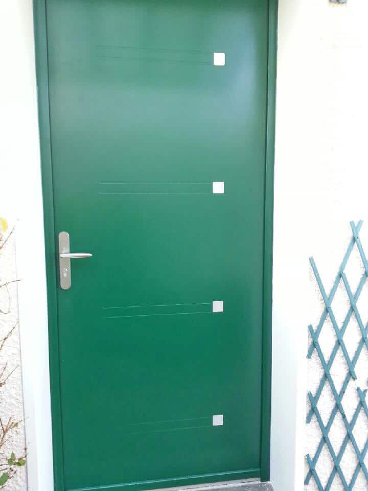 Installation d 39 une porte d 39 entr e en aluminium et couleur - Installer porte d entree ...
