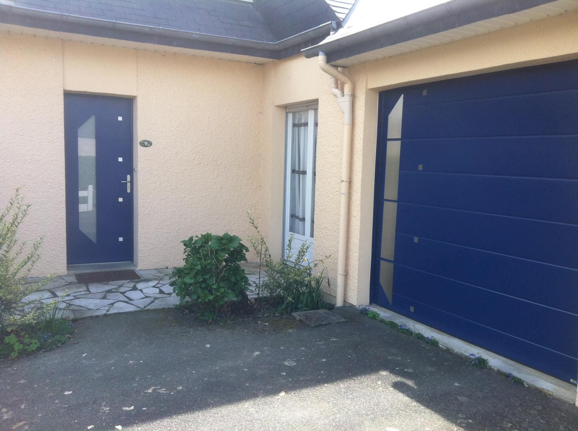 Delightful porte d entree blanche 2 porte de garage for Porte de garage