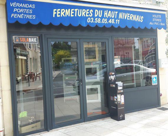 Devanture de votre installateur Fermetures du Haut Nivernais, pour la pose de vos portes, fenêtres et volets Solabaie