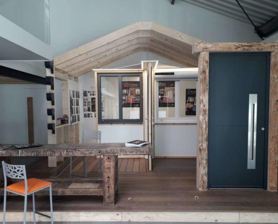 Intérieur du magasin Giraud Menuiserie Solabaie