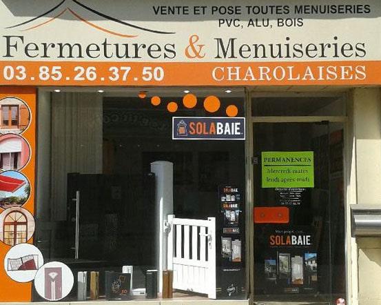Devanture de votre installateur Fermetures et Menuiseries Charolaises, pour la pose de vos fenêtres, portes et volets Solabaie
