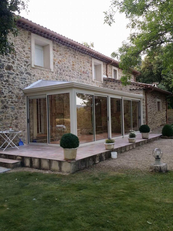 veranda-exterieur-maison-facade-pierres-solabaie-le-muy - Solabaie