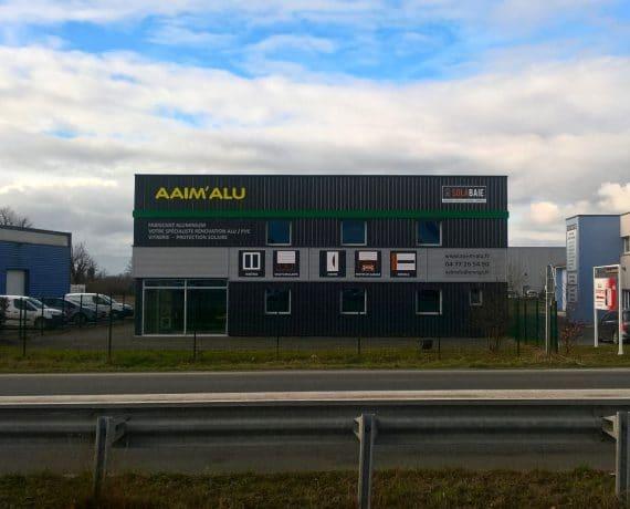 Façade de votre installateur Solabaie AAIM'ALU à Feurs, pours vos projets sur-mesure de menuiseries et fermetures dans la Loire