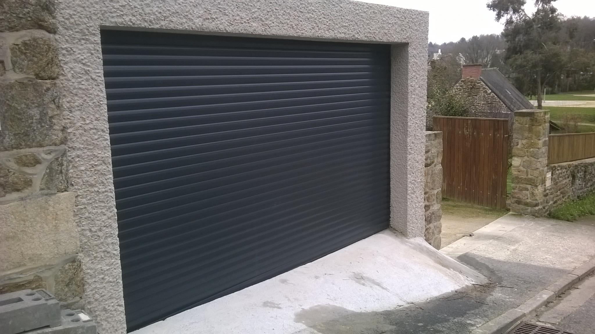 Porte enroulable install e par la menuiserie bouan for Pose porte garage enroulable