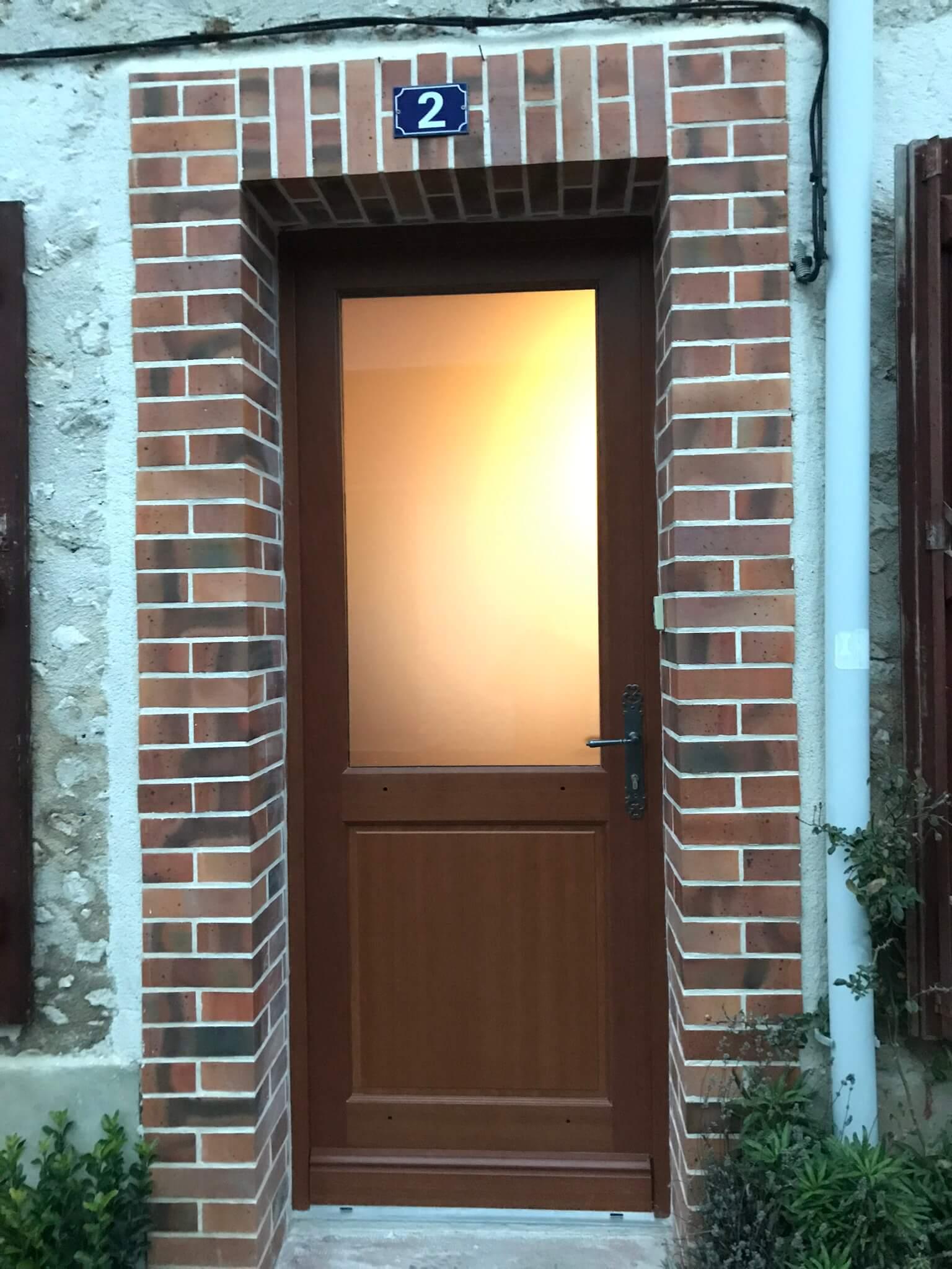 Porte D Entrée Rouge pose d'une porte d'entrée en bois exotique rouge avec un