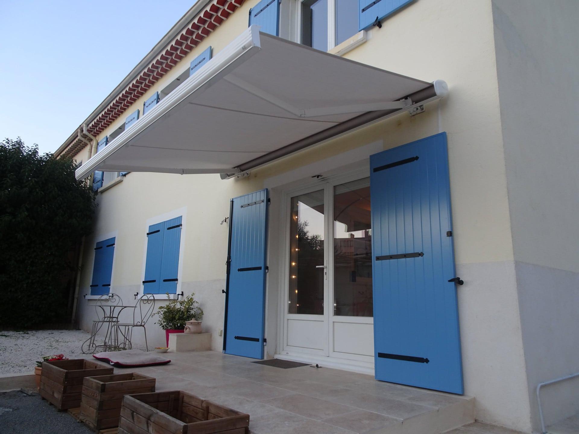 store-banne-deplie-solabaie-label-veranda-menuiseries ...