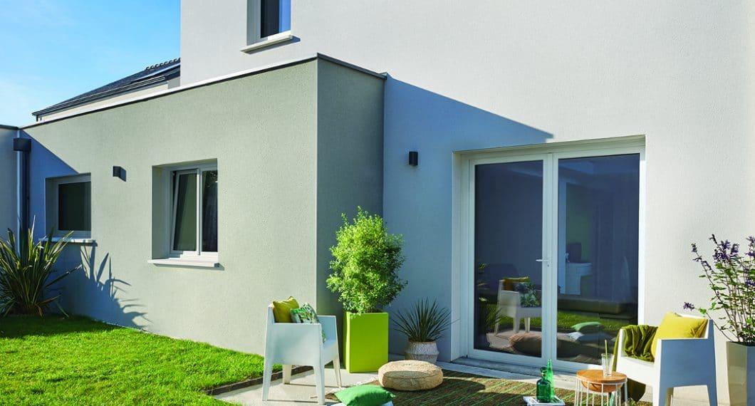 Maîtrisez le budget tout en soulignant la modernité de votre maison avec le style Épuré Solabaie et ses fenêtres PVC